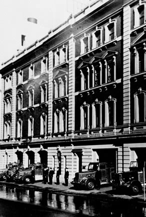Black and white photo of the City of Sydney fire station after the building extentions in 1907.